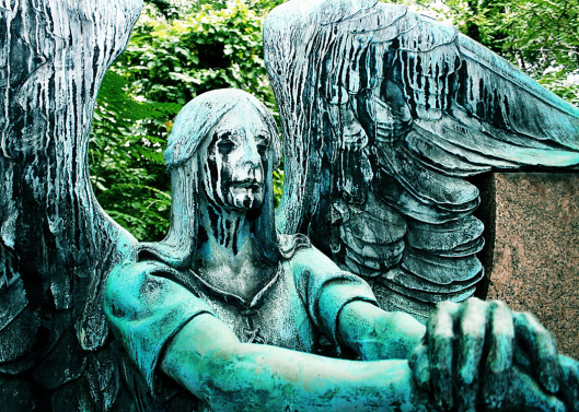 statue weeping angel